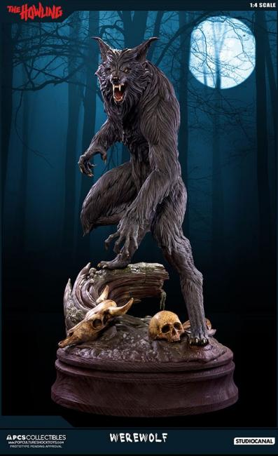 Werewolf The Howling Quarter Scale Exclusive Statue