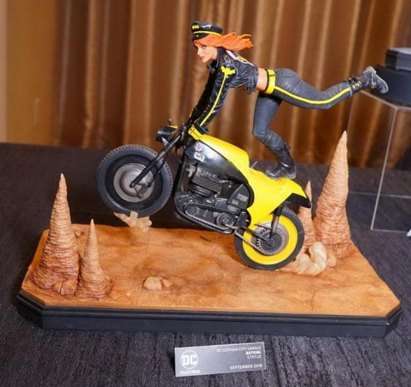 Barbara Gordon AKA Batgirl Atop Bike The Gotham City Garage Statue Diorama