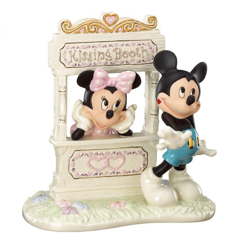 Minnie Mouse Kiss For Mickey Statue Diorama