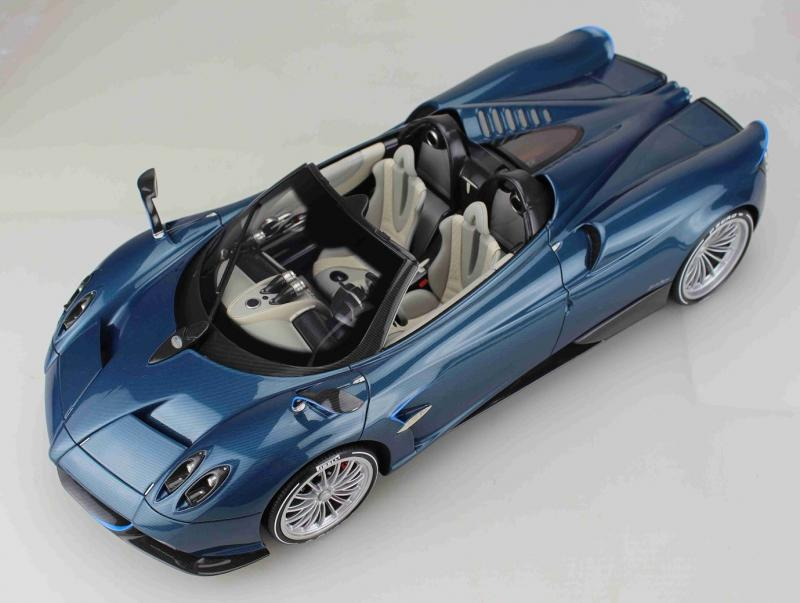 Pagani Huayra Roadster Blu Tricolore 1/12 Die-Cast Vehicle