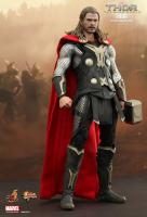 Chris Hemsworth As THOR The Dark World Sixth Scale Collectible Figure