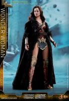 Wonder Woman Deluxe Version Sixth Scale Collectible Figure