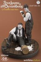 Stan Laurel & Oliver Hardy Another Nice Mess Gag Statue Diorama
