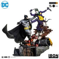 Batman Vs Joker The Man Who Laughs Battle Diorama Sixth Scale Statue